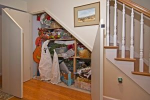 11 Fungsi Dibawah Tangga Rumah Unik dan Simple2