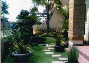 14 Gambar Taman Bunga Depan Kamar Indah 6