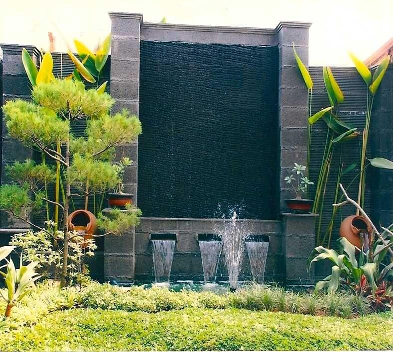 desain taman rumah minimalis dengan batu alam dan tanaman