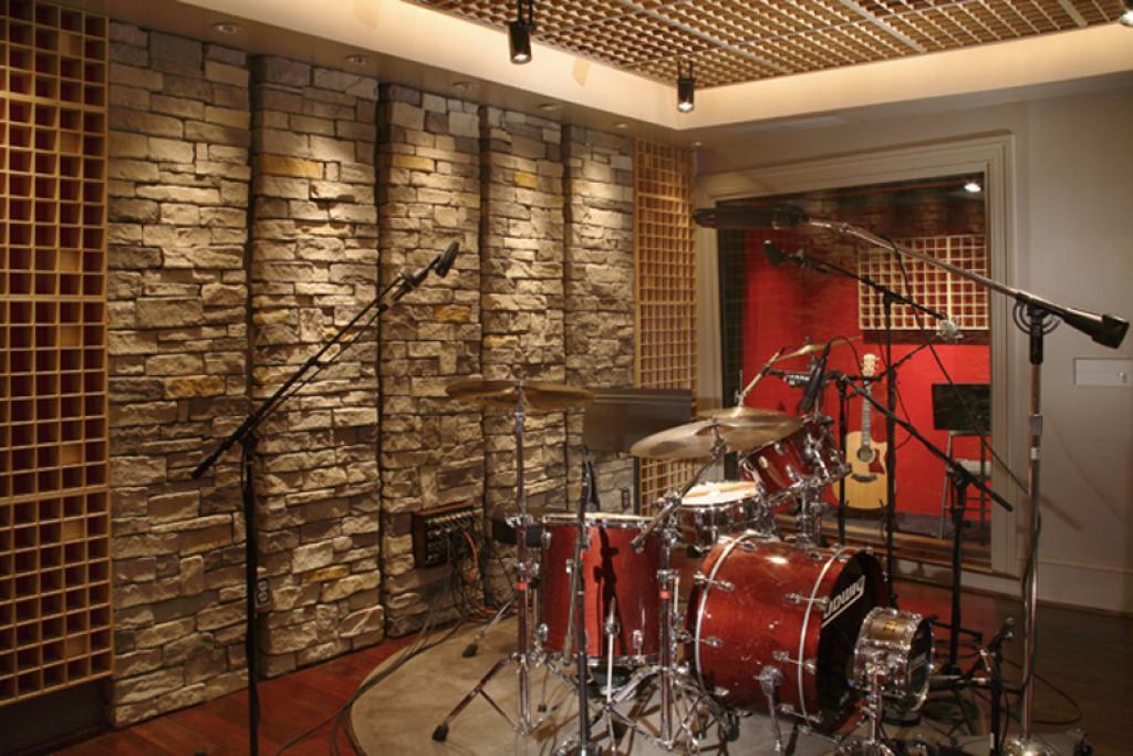 15 model dinding batu alam minimalis modern rumah impian for Contemporary house music